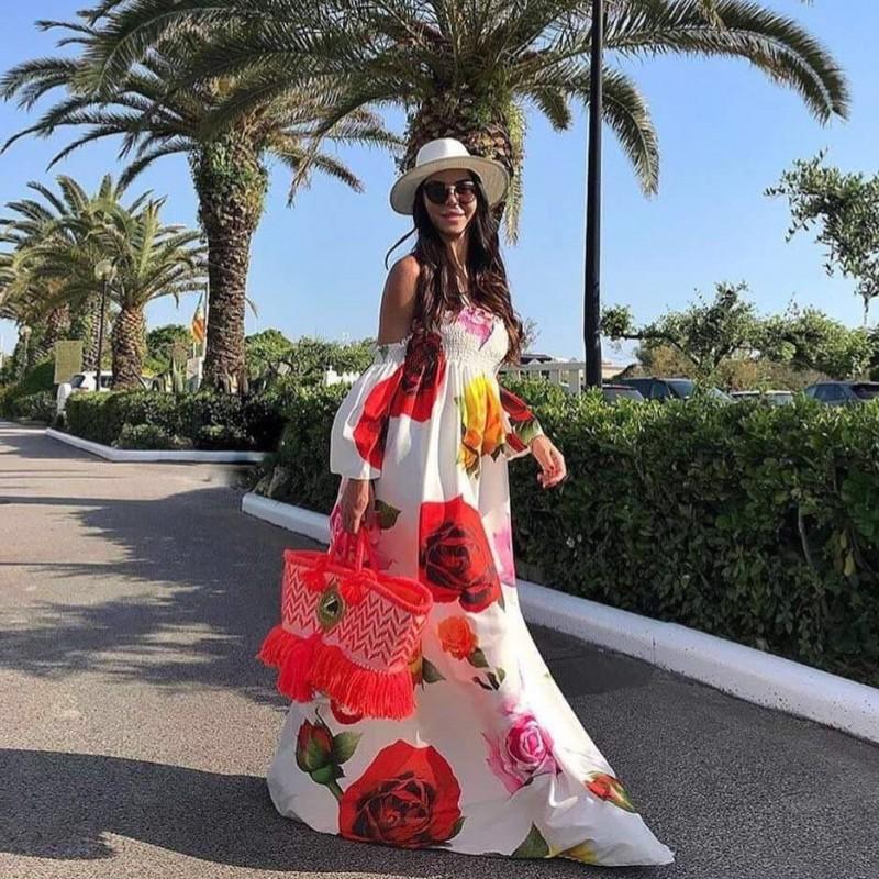 Дълга бяла рокля с цветя
