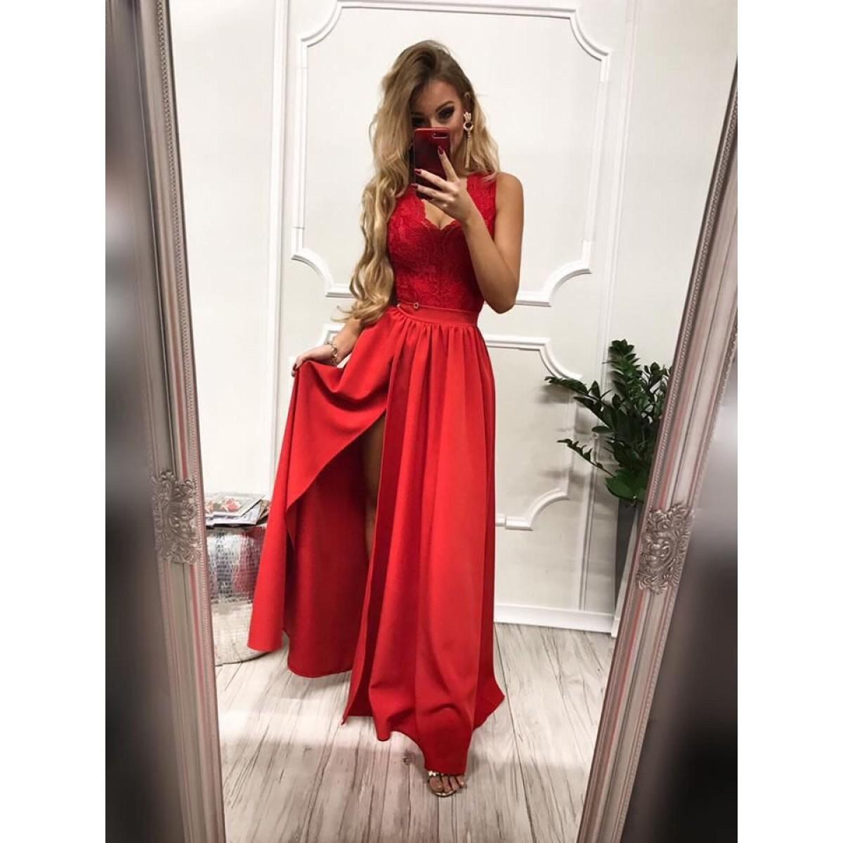 Дълга елегантна рокля в червено