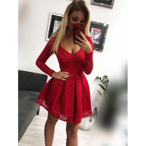Дантелена червена рокля