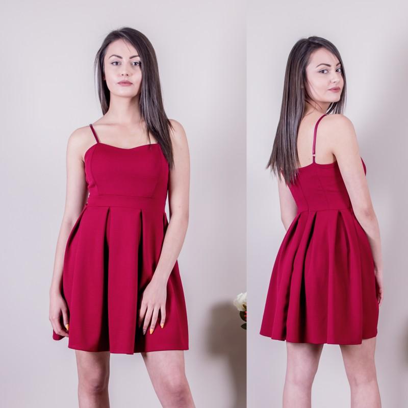 Кокетна рокля в бордо