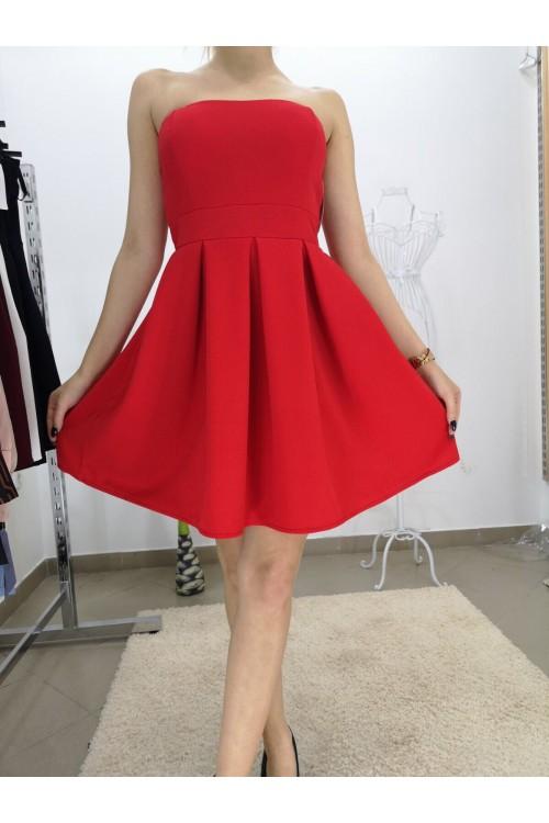 Кокетна рокля в червено