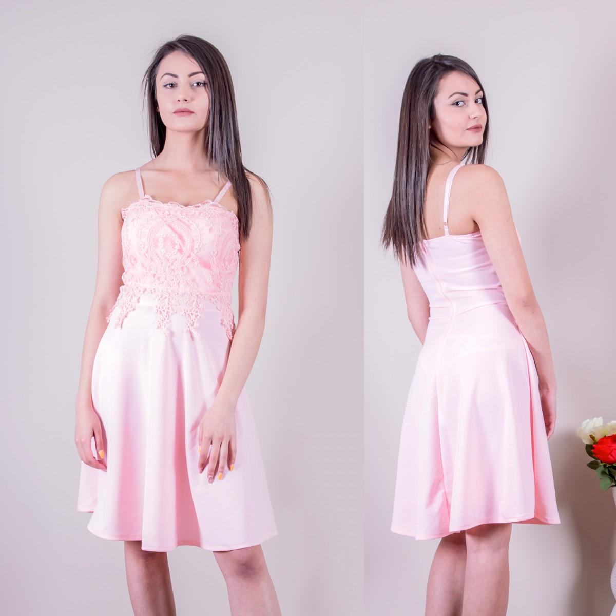 Нежна дамска рокля в розово с дантела