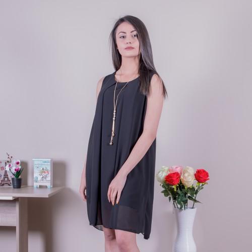 Шифонена рокля с колие в черно