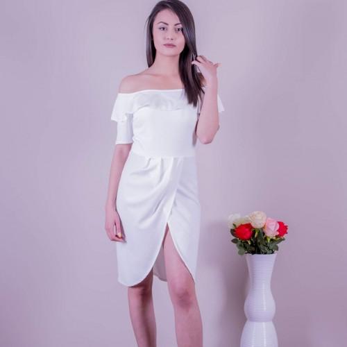 Бяла рокля с цепка