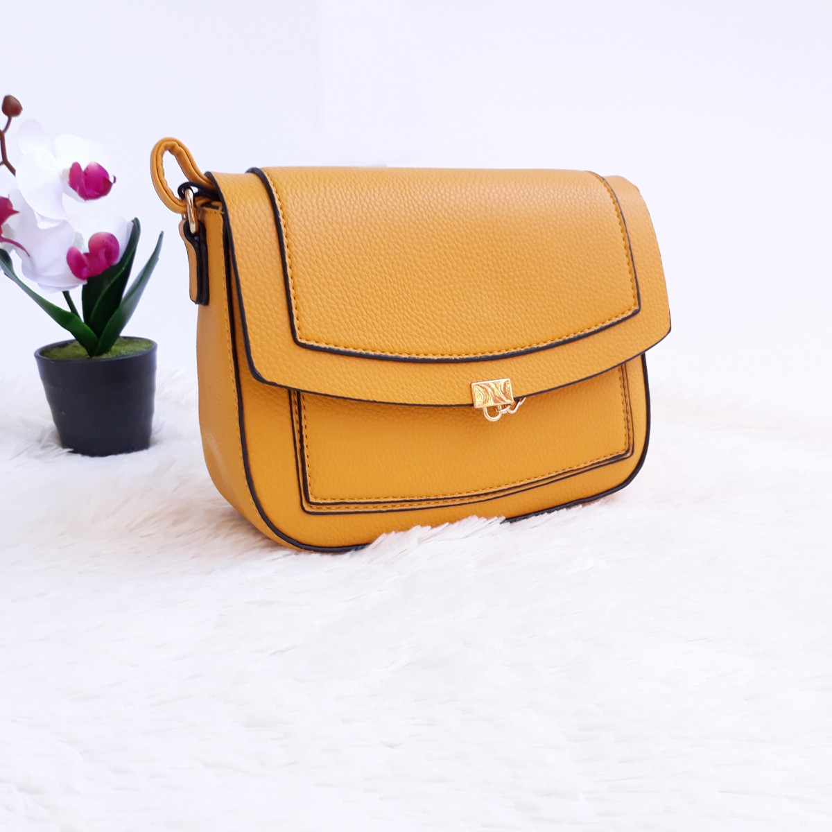 Дамска чанта през рамо - код 2877