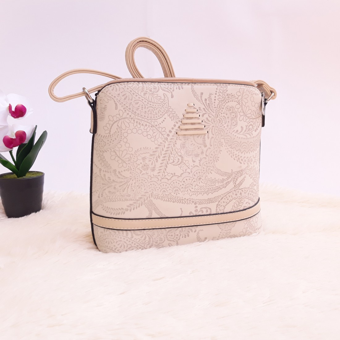 Дамска чанта през рамо - код 2913 - бежова