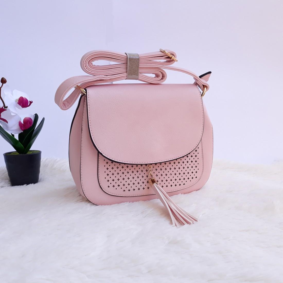Дамска чанта през рамо в розов цвят - код 2878
