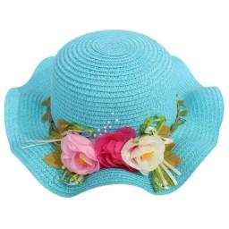 Детска плажна шапка с цветя синя