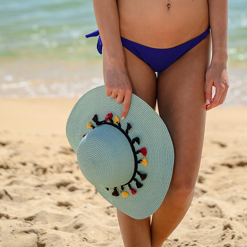 Плажна шапка с пискюли - светло синя