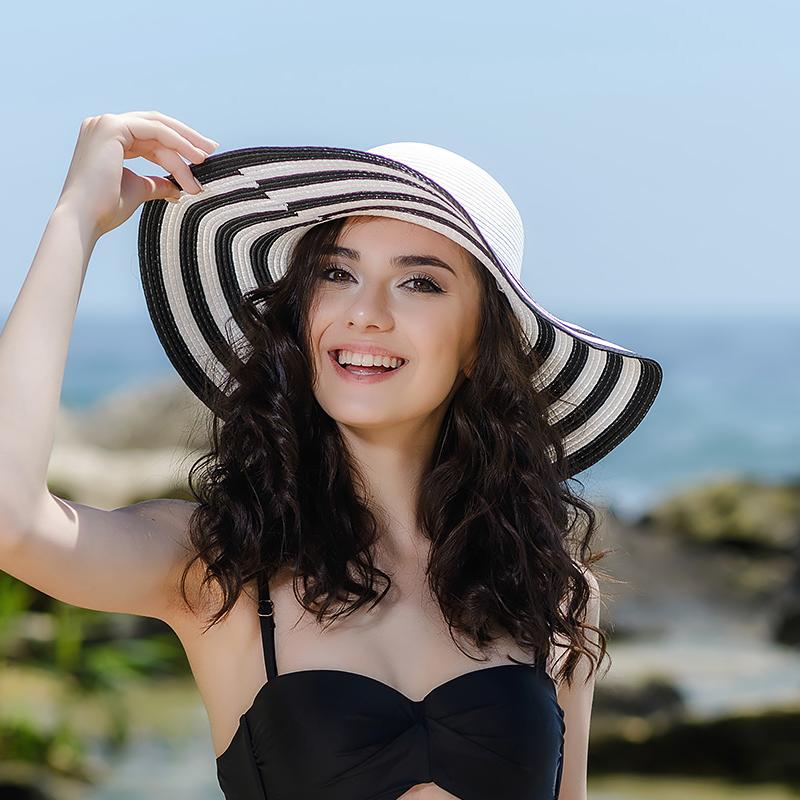 Плажни шапки - черно бяла