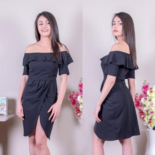 Черна рокля с цепка