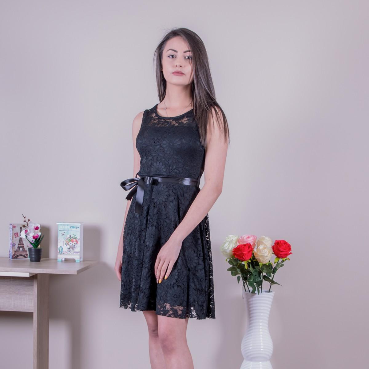 Дамска стилна рокля в черно
