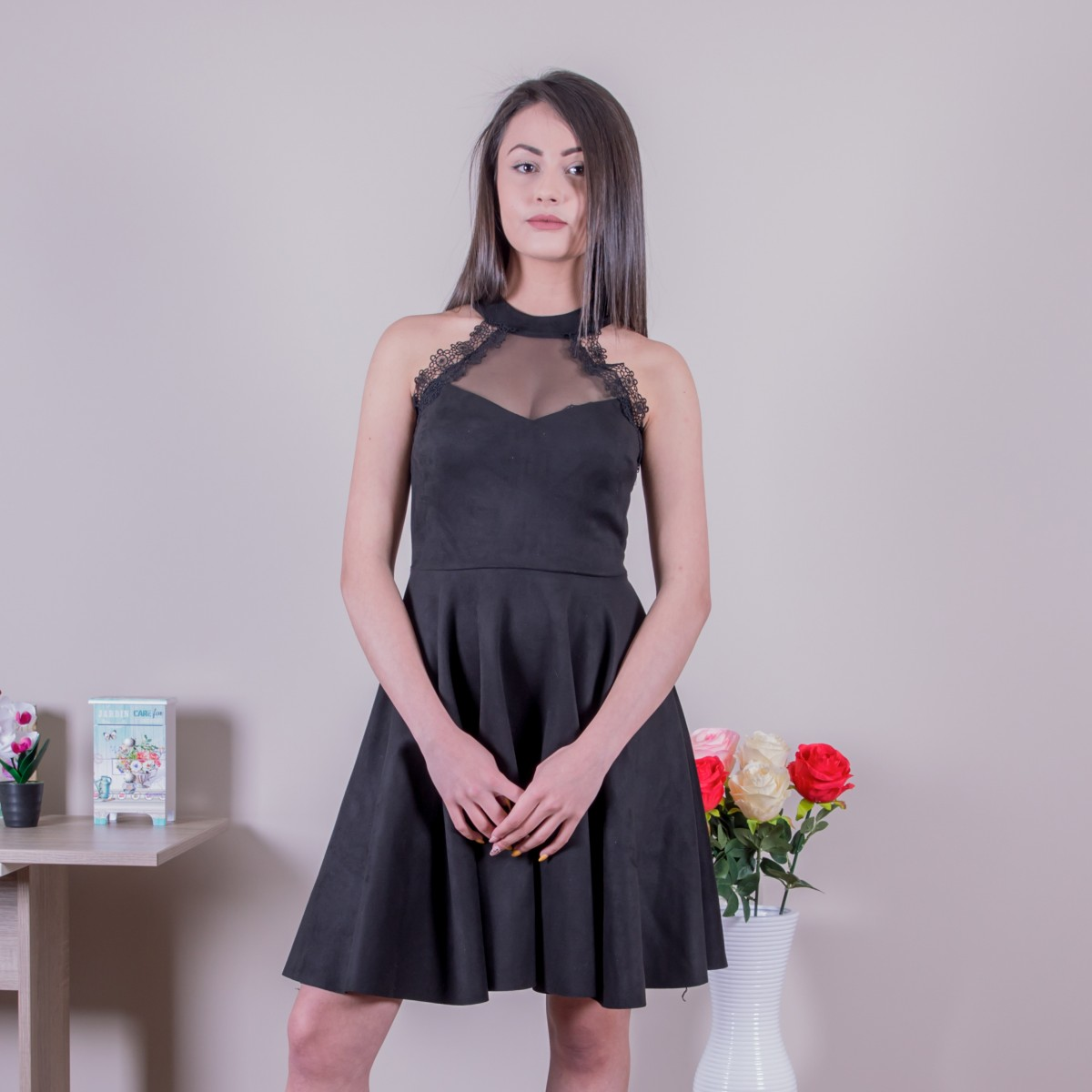 Велурена рокля в черно