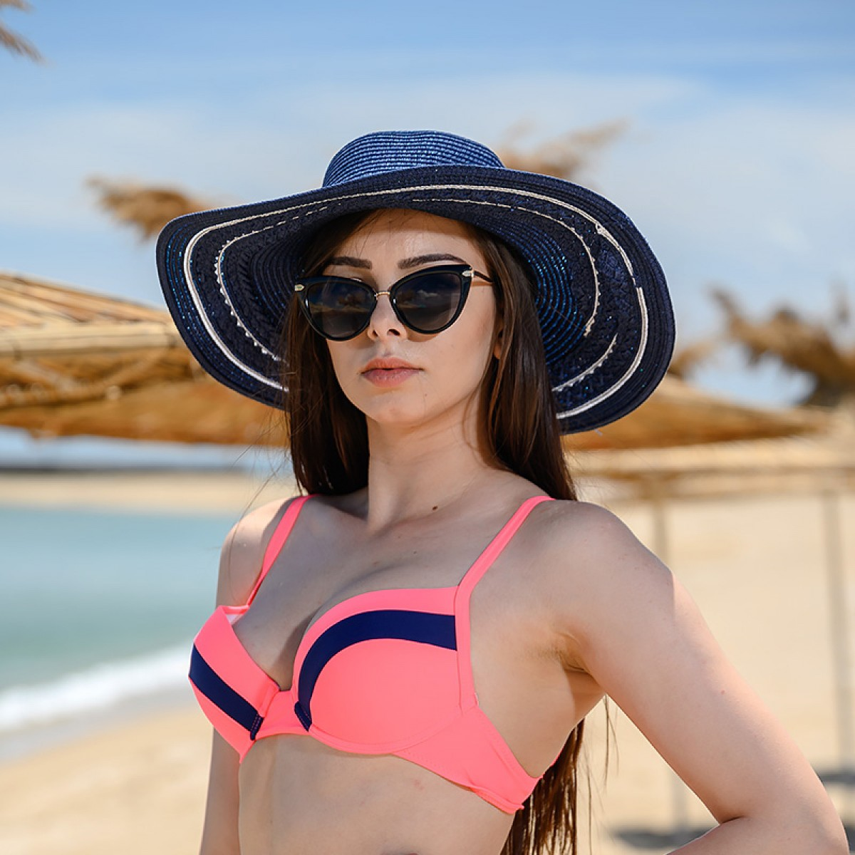 Плажна шапка в тъмно син цвят и бели ивици Снимка 3 от 4
