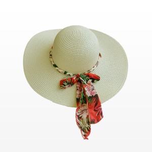 Плажна шапка в бежов цвят