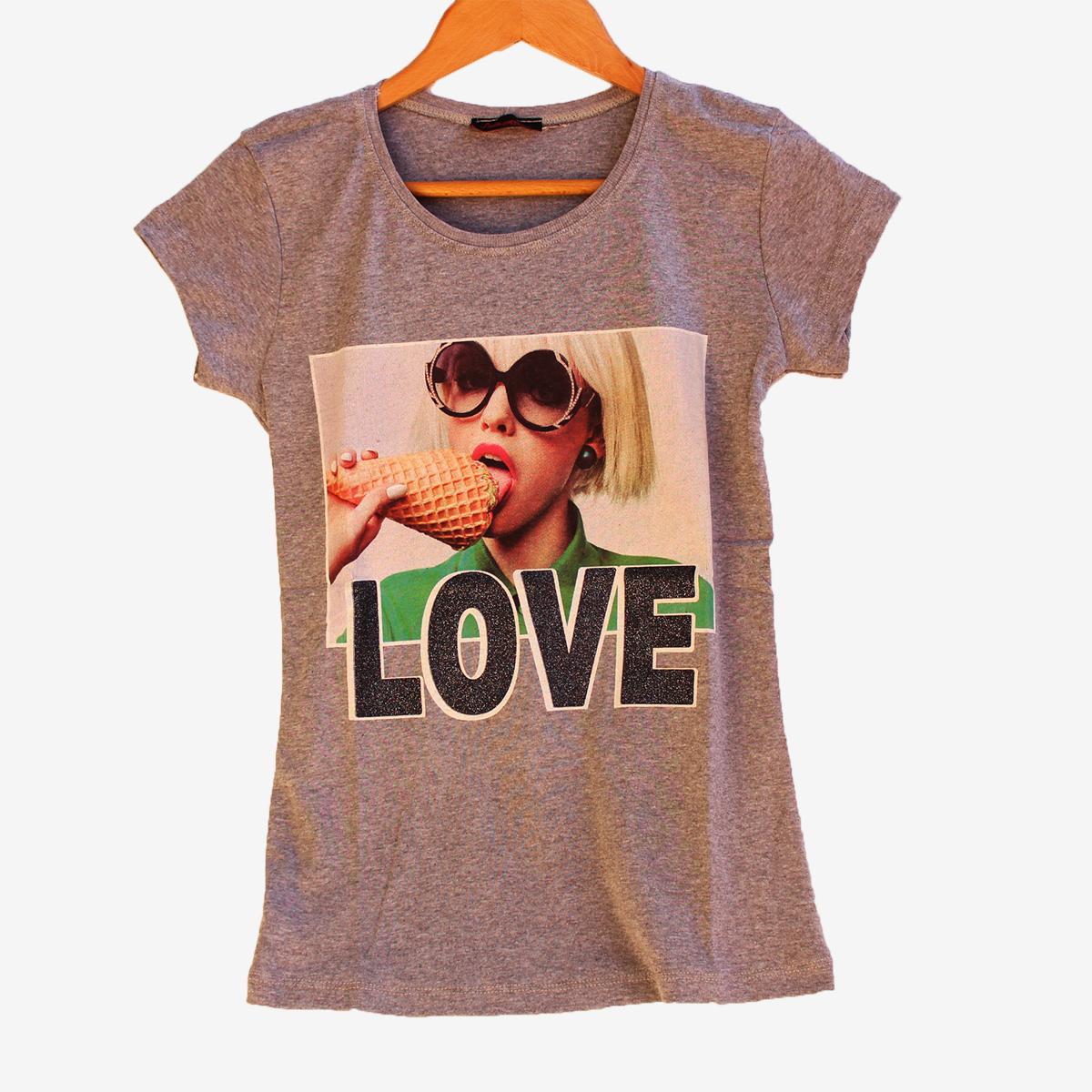 Лятна тениска Love в сив цвят